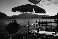 At thé lakeside