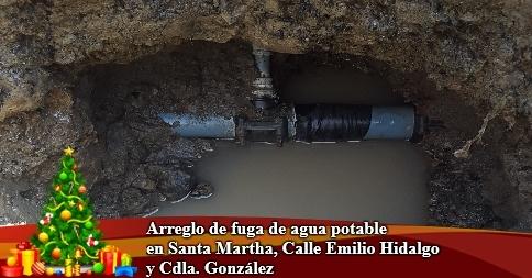 Arreglo de fuga de agua potable en Santa Martha, Calle Emilio Hidalgo y Cdla. González
