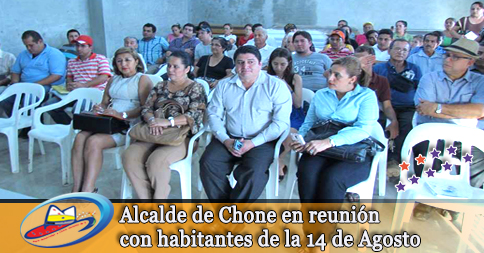 Alcalde de Chone en reunión con habitantes de la 14 de Agosto