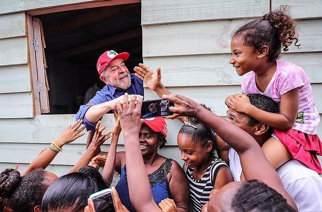 Ex presidente Lula durante la caravana por la región Nordeste - Créditos: Ricardo Stuckert