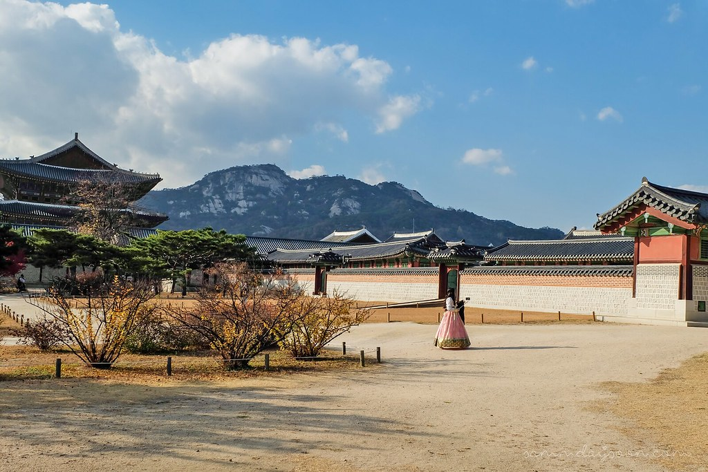 gyeongbokgung_palace_mountain