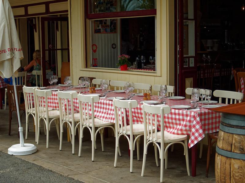 A table 42208378890_a0e774c392_c