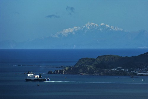 <p>The distant peak of Manakau seen clearly from the Ferry Road path above Days Bay, while the Bluebridge ferry leaves Wellington Harbour.</p>