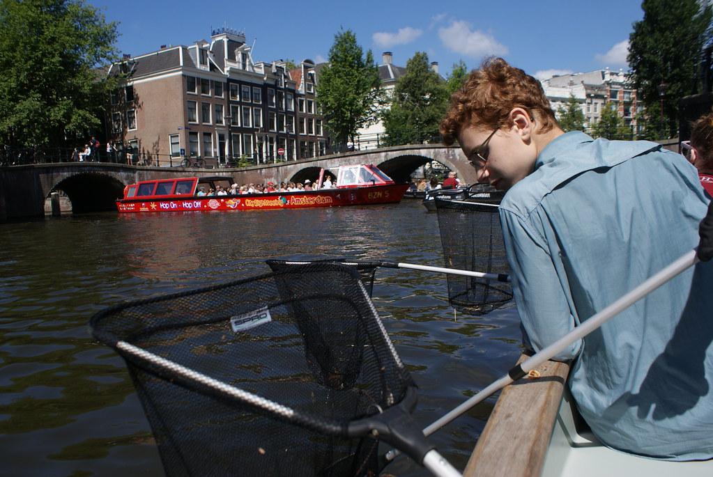 Lui aurait préféré la balade bateau crêpes avant de se prendre au jeu et de comprendre la décision de sa mère.