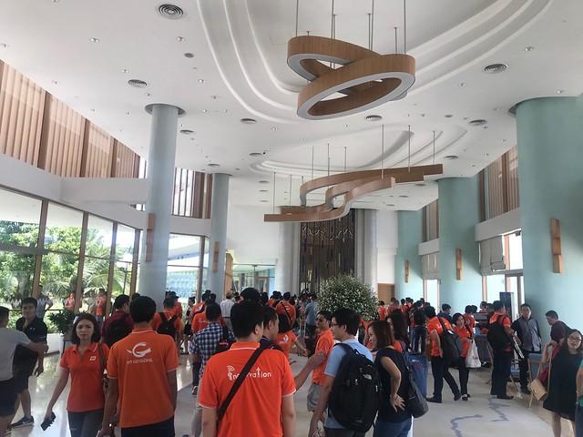 Hôm nay thứ 5 ngày 02.08.2018 mà khách rất đông đến FLC Quy Nhơn nghỉ dưỡng. Khách sạn lúc nào cũng trong tình trạng không còn phòng.