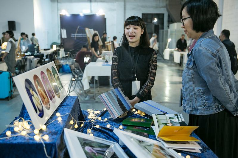 攝影展現場藝術家與觀者交流_WFD提供