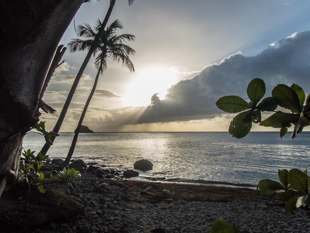 Le soleil se couche sur l'Anse Couleuvre.. 43178658805_0ac15e6aae_b