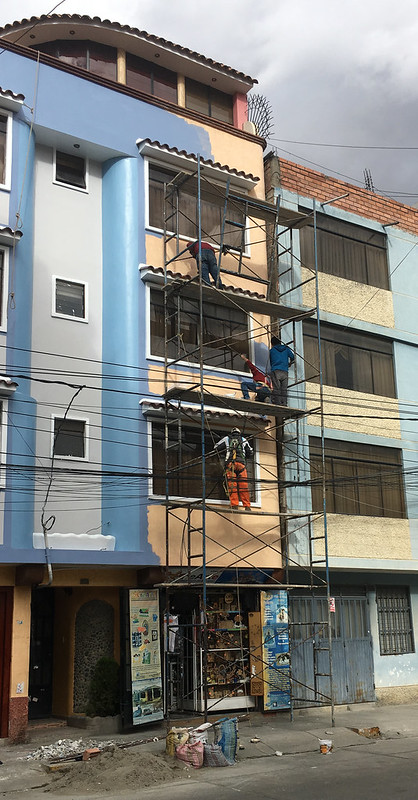 Tue, 2018-07-10 15:38 - The scaffolding is not fixed to the building at any points but is simply free-standing(!!).  Four people are working on it.  Scary…