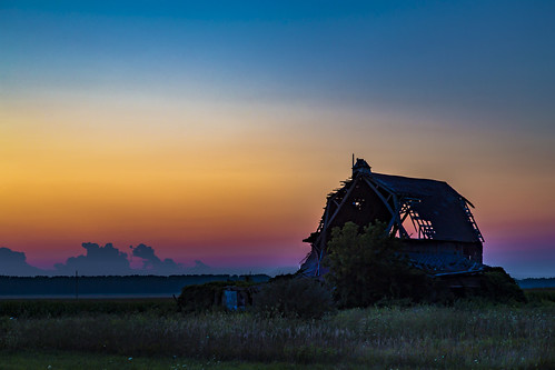 activefarm farmland barnyard barn fallingdown michigan caseville dilapidated rural outdoors longexposure dusk sunset