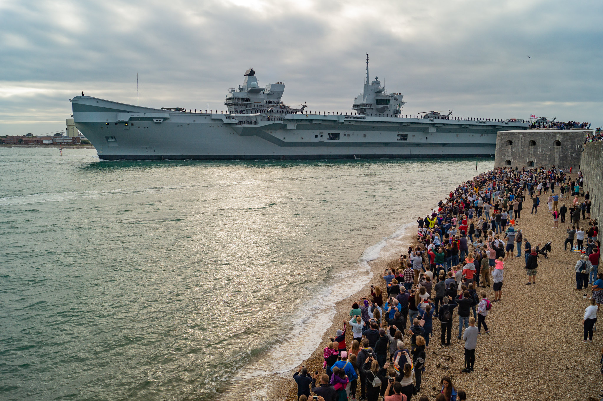 Aircraft Carrier (HMS Queen Elizabeth & HMS Prince of Wales) - Page 26 44068626722_8b61c136e9_k