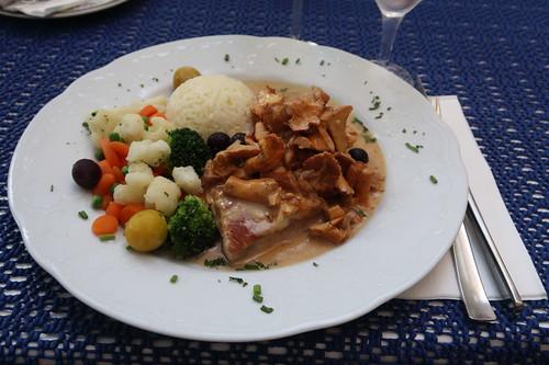 Schweinefilet mit Pfifferlingen, Gemüse und Butterreis