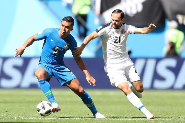 Brasil passa sufoco, marca no fim e vence a Costa Rica por 2 a 0 em São Petersburgo