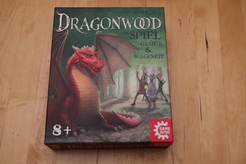 """Karten- und Würfelspiel """"Dragonwood"""""""