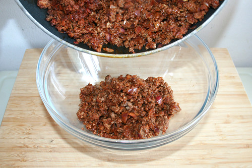 24 - Hackfleisch in Schüssel geben / Put minced meat in bowl