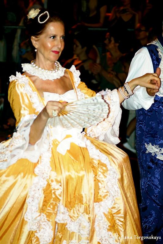 Женщина из карнавальной группы Риеки