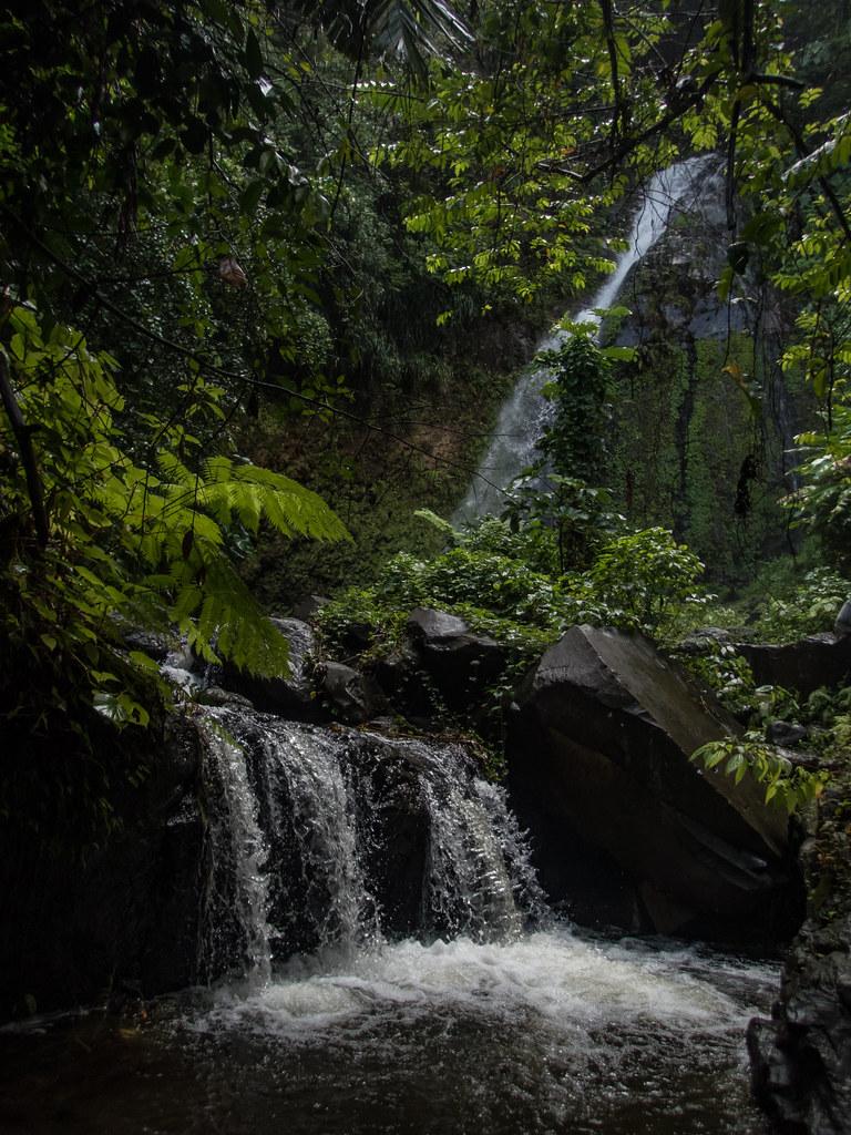 Cascades de St Vincent des Grenadines + version corrigée. 43152493965_c43e66f21c_b