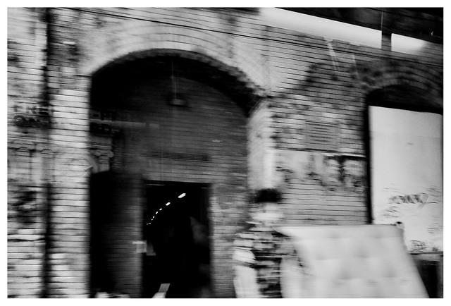 Under the arches, Fujifilm X-Pro1, XF18-55mmF2.8-4 R LM OIS