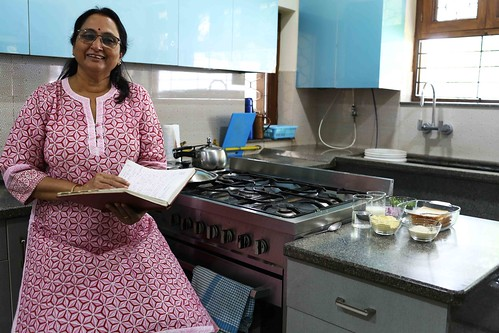 Julia Child in Delhi – Nidhi Rishi Cooks Her Fake Omelette, Raj Nagar, Ghaziabad