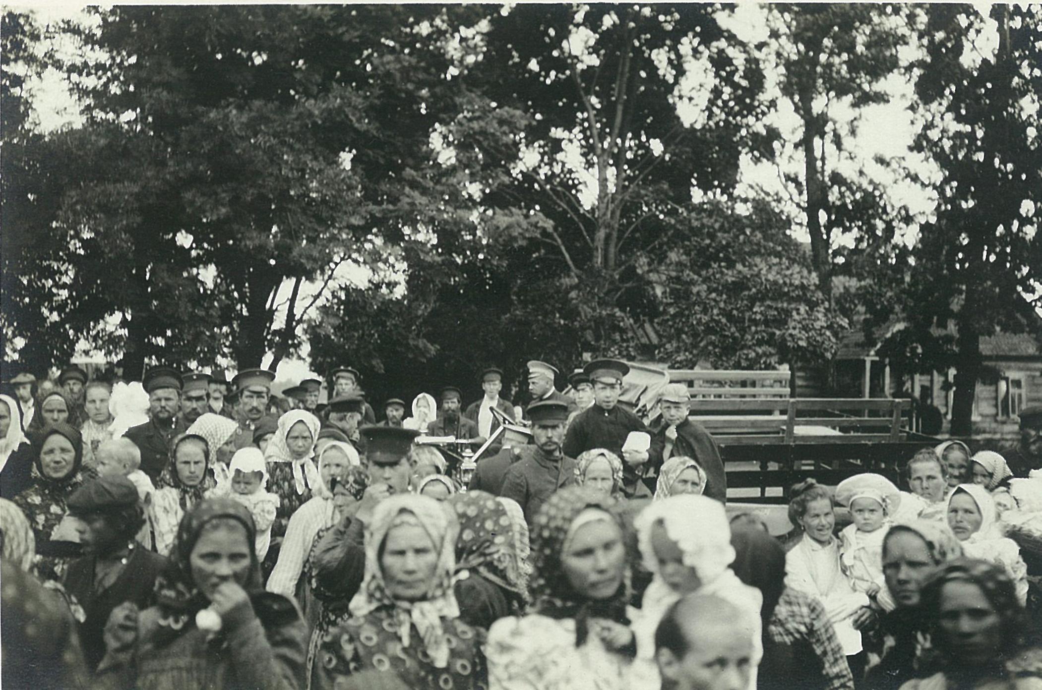 Крестьяне на народном празднике в Рябове