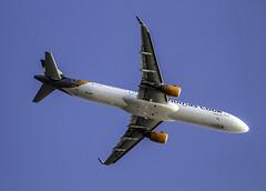 A 321-211 Thomas cook airlines ( sobrevolando el aeropuerto de Ibiza 9