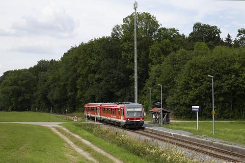 DB 628/928 556 erreicht den Haltepunkt Umrathshausen, 09.07.2018