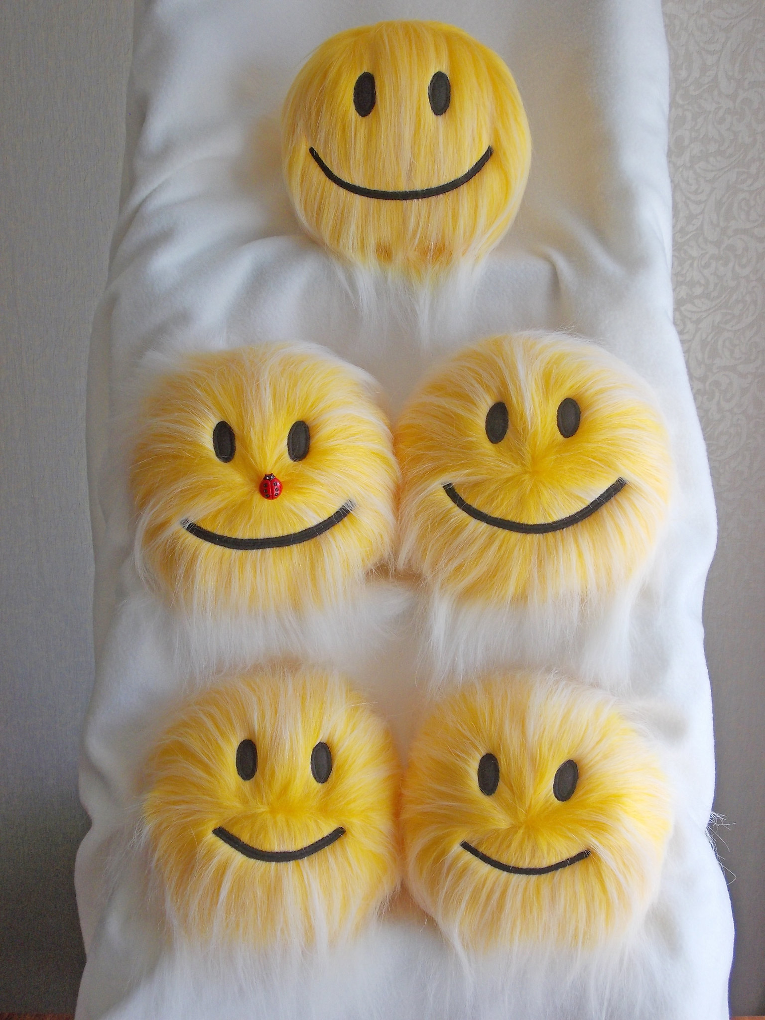 furry yellow plush smiley face stuffed toys_3