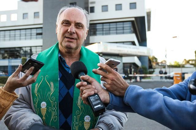 O padre trouxe mensagens de esperança do ex-presidente à militância como um todo, em especial aos que integram a vigília - Créditos: Joka Madruga/Agência PT