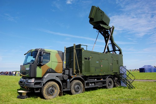 Radar Thales Ground Master 200 sur Renault Kerax
