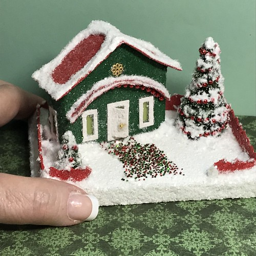Mini Green and Red Putz house