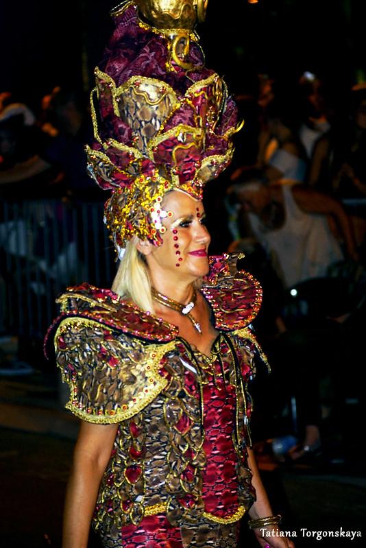 Женщина из карнавальной группы города Риека
