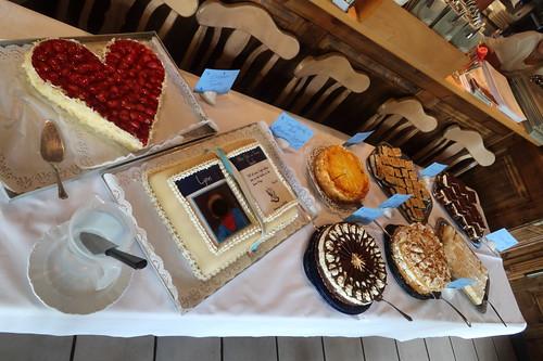 Kuchenbuffet bei der Feier einer Taufe
