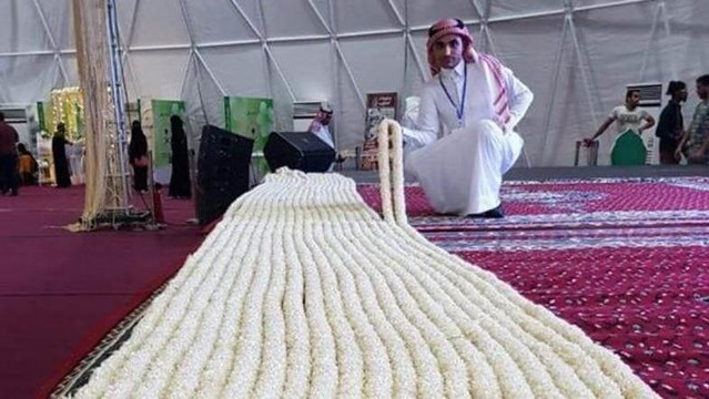 4625 Saudi farmers made the World's Longest Jasmine Necklace 01