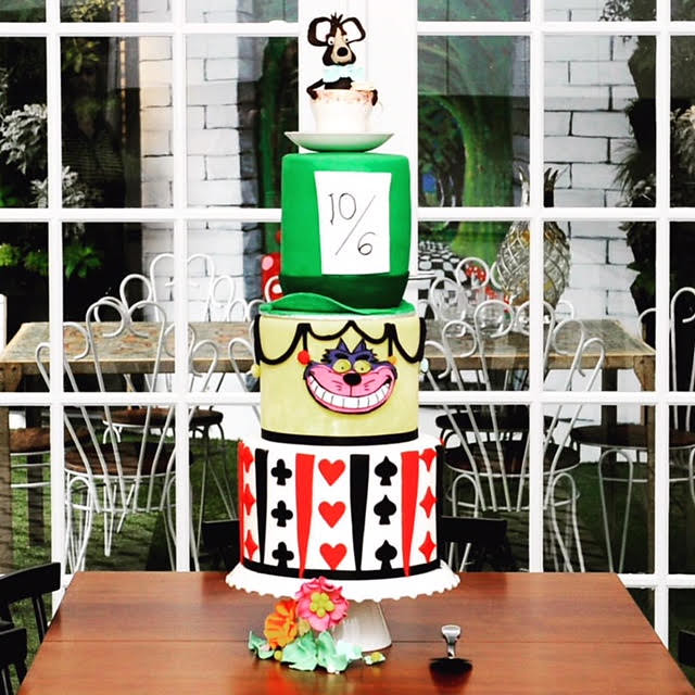 Alice in Wonderland Cake by Fees Kitchen