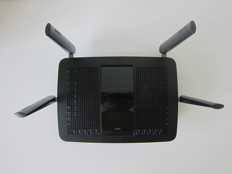 Linksys EA8100 - Top
