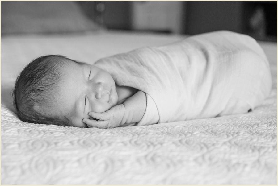 miles-newborn-16-bw