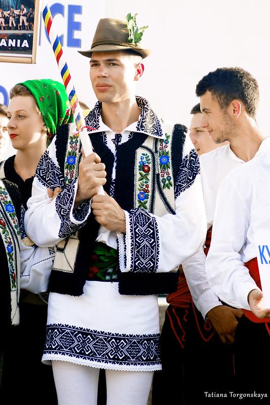 Члены фольклорных ансамблей из Румынии и Боснии и Герцеговины