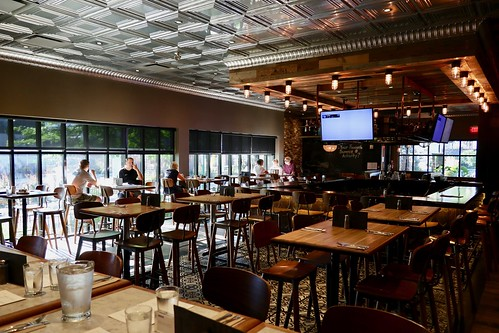 Kamloops Hotel - Moxie's Grill