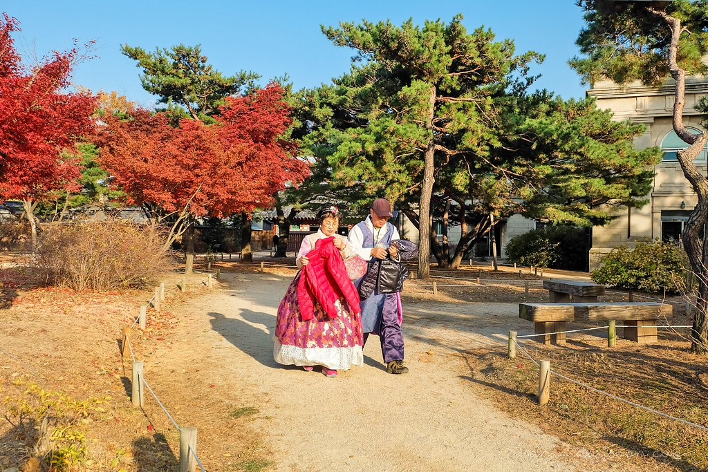 elders_hanbok_palace