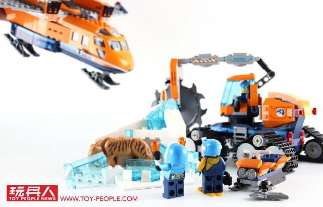 一起挖掘埋藏在冰層中的古老動物吧!! LEGO 60196 【極地補給飛機】開箱報告 城市系列 Arctic Supply Plane