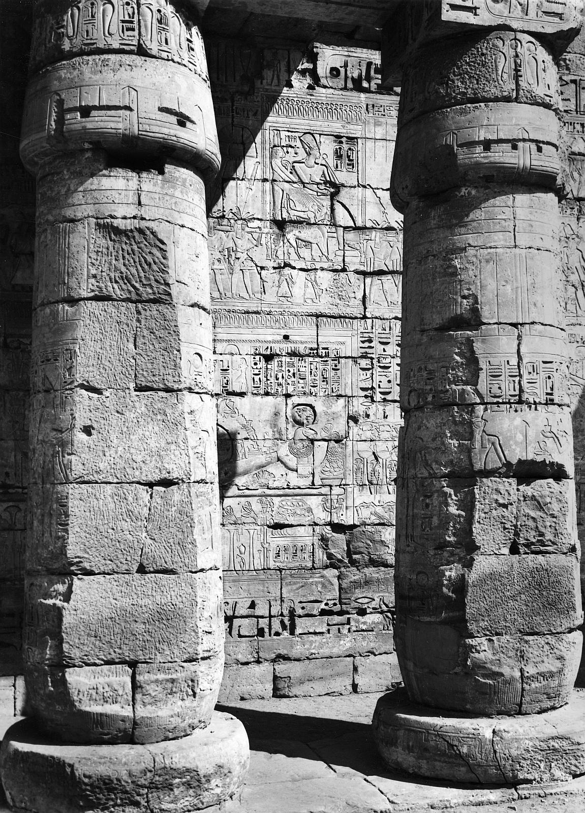 Мединет Абу.  Поминальный храм Рамзеса III. Второй двор