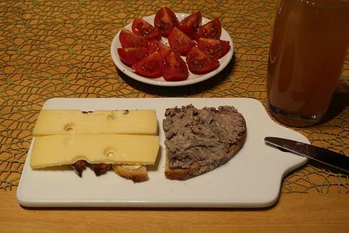 Leberwurst und Käse auf Dinkelquarkbrot