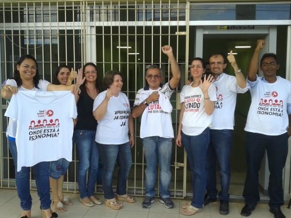 Servidores do Juizado Móvel aderem à paralisação de 48 horas - 15/05/2014