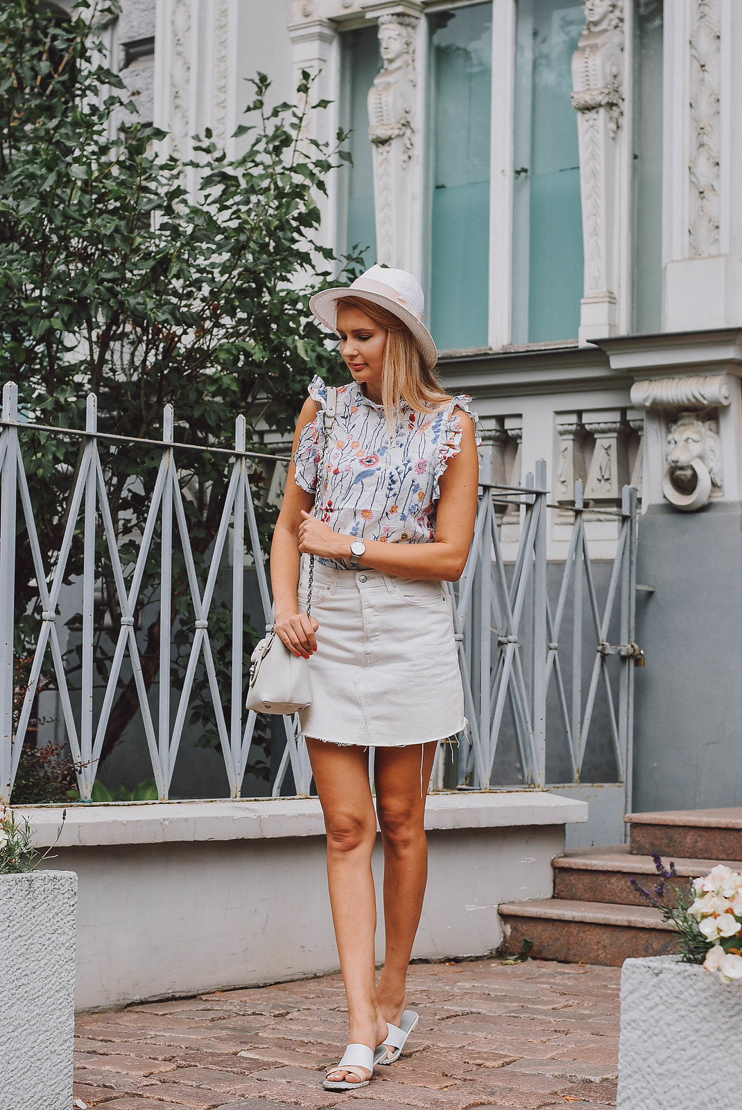 White denim skirt outft