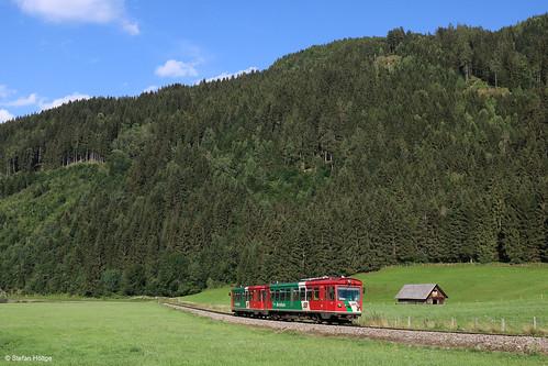 Murtalbahn VT 34 mit VS 42 beim Haltepunkt Falkendorf, 17.07.2018