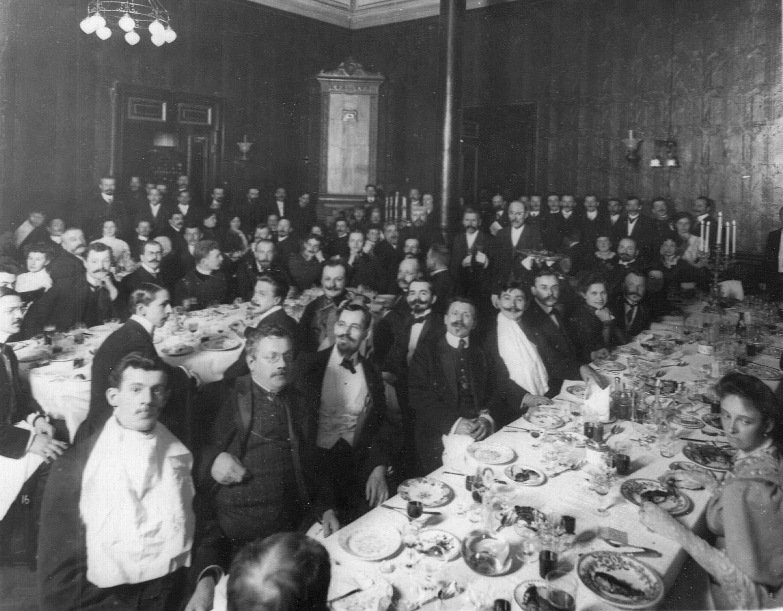 Члены общества на обеде. 1907