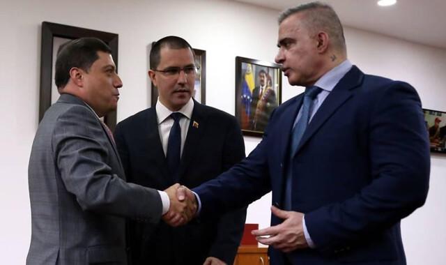 Venezuela pede à Colômbia extradição de deputado que teria planejado atentado