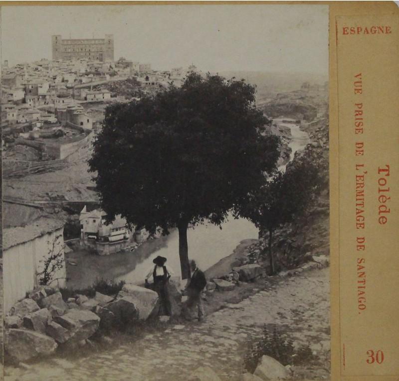 Vista del almez de la ermita del Valle en Toledo en 1863 por Ernest Lamy. Número 30 de su colección, con el título Vue de Tolède prise de l´Ermitage de Santiago