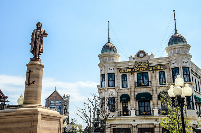 Mcduck's Department Store and statue TDS