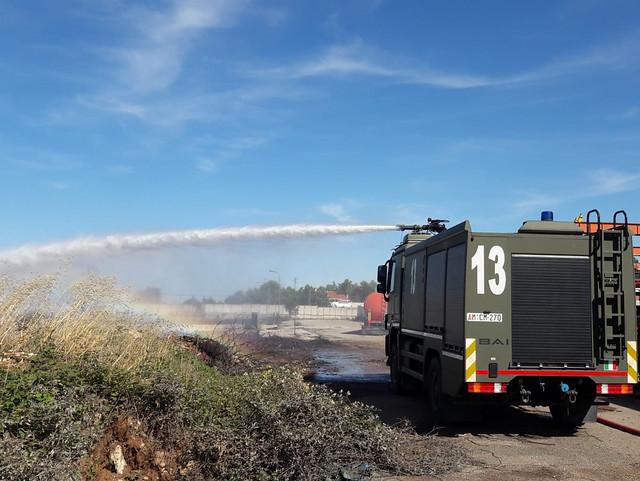mezzi antincendio 36° stormo in azione