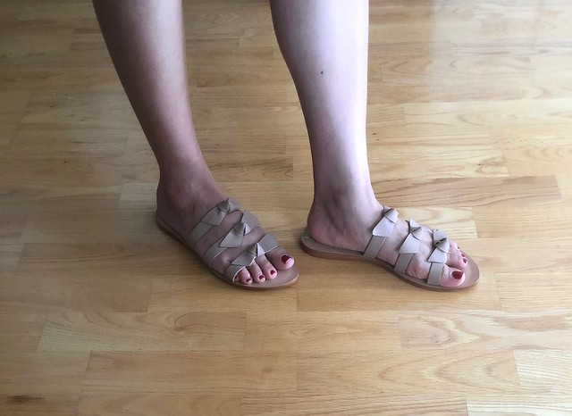 Kaanas Recife Bow Sandals in nude